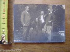 Photo ancienne Une maman avec ses trois fils FAMILLE Noblesse Bourgeoisie