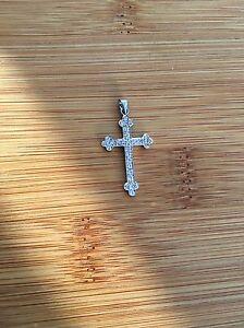 9ct White Gold Diamond Decorative Cross Pendant L205