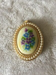 Vintage Avon Forget me Not Locket Pendant French Floral Gold Tone Lg Pearl