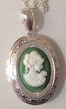 pendentif couleur argent porte photo gravé camée buste femme couleur vert 63