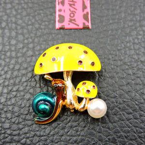 New Betsey Johnson Yellow Enamel Cute Pearl Snail Mushroom Woman Brooch Pin