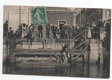 Carte postale SCAPHANDRIER. LE HAVRE scaphandrier sortant de l'eau.