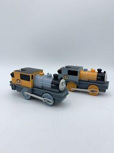 Twins Bash & Dash Thomas & friends trackmaster motorized train Mattel 2009