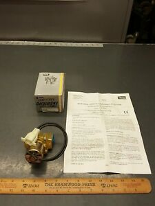 "New Parker Skinner 24V Solenoid Valve 3/8"" 2 Way NC 5-150psi LC2RX23 / 2052334"