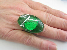 A GREEN & SILVER ADJUSTABLE LAMPWORK GLASS RING.    (5)