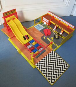 """MICRO MACHINES monster truck arena, circuit """"voitures-monstres"""" + 2 véhicules"""