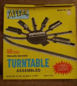 Atlas HO Scale Model Railroad Manual Turntable 302