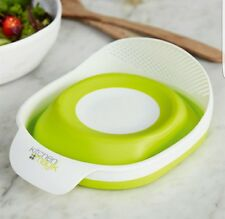 Avon Kitchen Magix Collapsible Bowl with strainer .