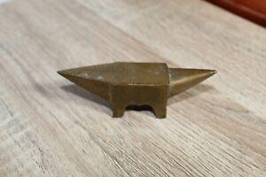 Ancienne petite enclume en bronze de bijoutier horloger.