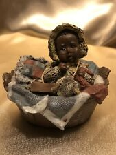 Sarah's Attic Baby In A Basket Figurine Collectabile