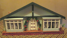 vintage * PRETTY BUNGALOW DOLLS HOUSE 1950s with DOLLS & FURNITURE * 16th scale