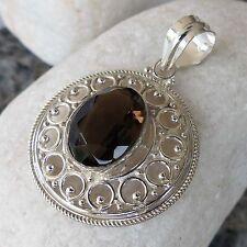 Ovale Halsketten und Anhänger mit Edelsteinen aus Feinsilber