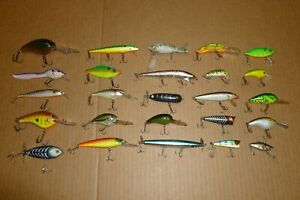 LOT #5 OF BAGLEY BOMBER SMITHWICK HEDDON REBEL CORDELL AND UNKNOWN FISHING LURES