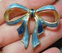 Vintage Pearly Blue Enamel Tie Ribbon Gold tone Brooch Pin 4a 10