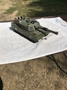 2001 G.I. JOE ARMY TANK 2HQ-12. HASBRO VINTAGE TOY. WORKS