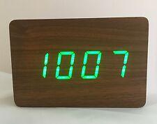 Bloque-el Reloj Led De Madera-Marrón Con LED Verde