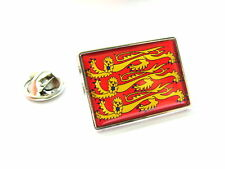 ROYAL STANDARD OF ENGLAND FLAG LAPEL PIN BADGE GIFT