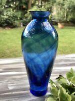Glasvase Glaskunst Vase edel blau schwer radial gedrehte Streifen