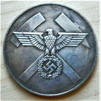WW2 GERMAN COMMEMORATIVE COLLECTORS COIN.