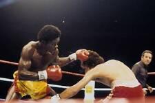 Old Boxing Photo Azumah Nelson Lands A Punch Against Salvador Sanchez