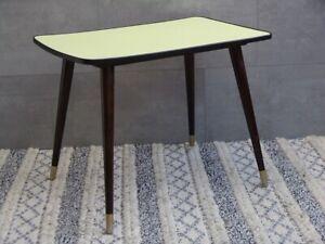 #5444 - Kleiner 50er Jahre Tisch - Resopal gelb - schwarzer Rand
