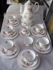 Royal Albert Lavender Rose Teeservice für 6 Personen. Stövchen dabei.