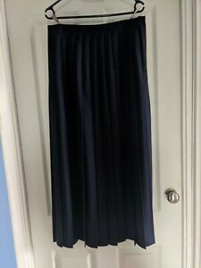 Ladies C&A Pleated Skirt Size 16