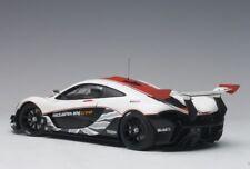 1/18 AUTOART - 81541 McLaren P1 GTR ( Gloss blancheur / RED rayures) 2015
