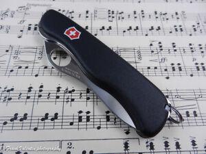 VICTORINOX Sentinel One Hand - swiss pocket knife - Taschenmesser - liner lock