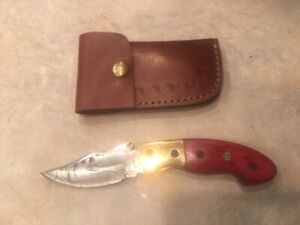 Damascus folding blade knife w/red wood handle, etched brass & leather case
