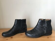 Clarks Collection Cushion Black Rouch leather Ankle Boots size 9M Duo zip accent