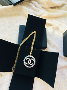 NEW CHANEL Short Pearl Pendant  Crystal Ball CC Round Gold Necklace