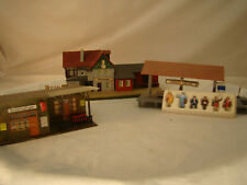 2 Train Stations with Passenger Figurines - HO scale