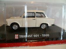 TRABANT 601 BLANCHE de 1980 : IXO ~  NEUF