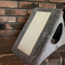 Ascpa Foldable Triangle Cat House With 2 Scrathing Pads New