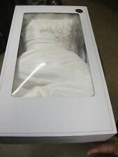 Complete David's Bridal Wedding Dress Size 14 With two Veils Style 79579