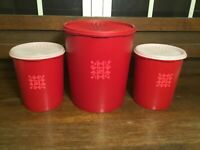 Vintage Red Tupperware Canister 3pc Set Tulip Quilt Pattern Servalier Lids 1339