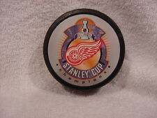 VERY NICE Detroit Red Wings 1998 Stanley Cup Champions Foto Puck, MINT!!