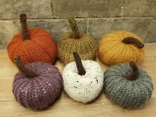 Un hecho a mano Knitted & Peluche Decorativo 9cm Calabaza Halloween/Accesorio De Otoño.