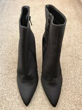 New Look Ladies Ankle Boots in Black  Size 7 Wide Fit. New