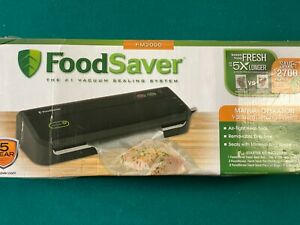 FoodSaver FM2000 Vacuum Sealing Food Preservation System With Starter Bag Kit