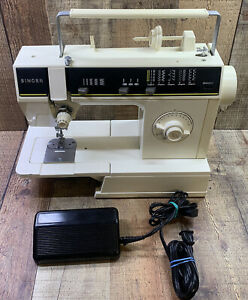 Singer 6217C Free Arm Zig-Zag Portable Electric Sewing Machine With Case. Works