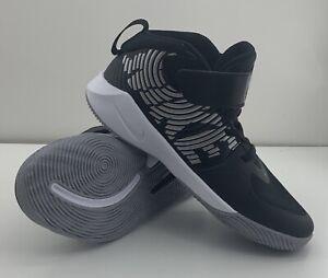 Nike Team Hustle Boy's PreSchool Size 2Y Shoes Black /Metallic Silver Sneakers