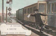 Carte Postale ancienne Photomontage Gare enfant prenant train Sète ( Hérault )
