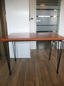 schöner moderner Thonet Tisch Wohnzimmertisch Schreibtisch Metall Design Desk