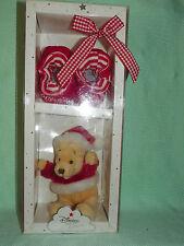 WINNIE *-* PREMIER NOEL *-* chaussons et petit ourson Winnie en habits rouges