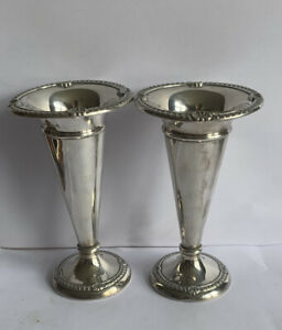 PAIR OF HIGH QUALITY SOLID SILVER ROSE OR SPILL VASES. BIRMINGHAM 1908. B 582.