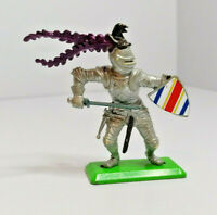 Britains Deetail foot soldier Knight Vintage Figures Toy Soldiers 1971 Version 2