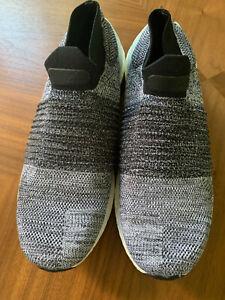 Adidas UltraBoost Laceless Size 11 White/Core black Oreo