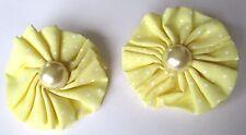 boucles d'oreille clip bijou vintage fleur tissus jaune pale fausse perle 233